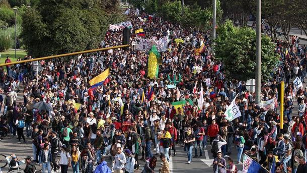 Popull, përbuzje dhe politikë | TRT  Shqip