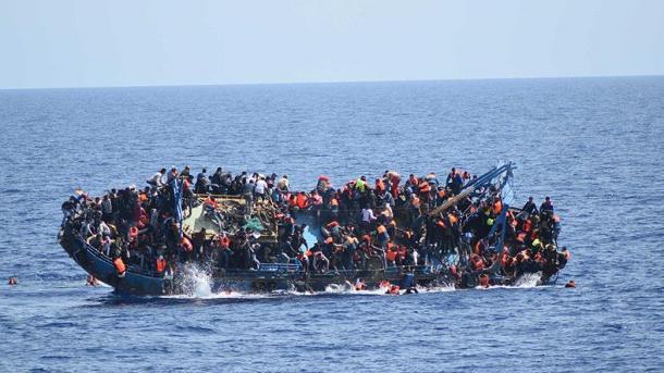 После крушения лодки уберегов Ливии пропали неменее 90 мигрантов