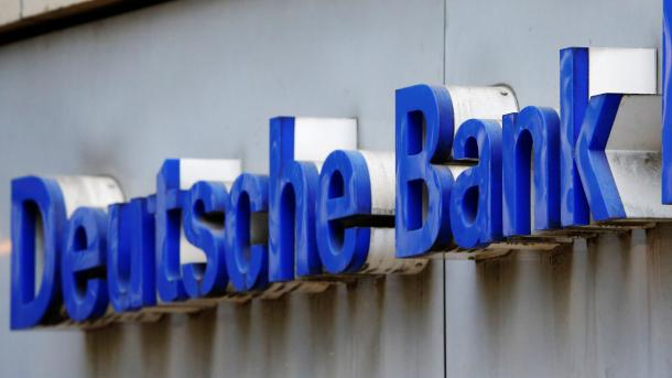 Fitch stuft Deutsche Bank herab