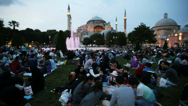purchase cheap df8a1 3184e Arriva la festa del Ramadan   TRT Italiano