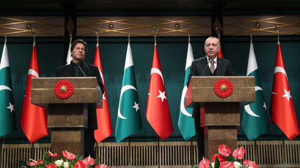 Erdoğan und Imran Khan geben gemeinsame Pressekonferenz