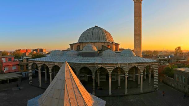Turizmi në Turqi – Kalaja e Dijarbakërit dhe Kopshtet e Hevselit | TRT  Shqip