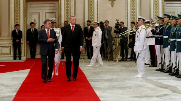 Presidenti Erdogan pritet me ceremoni të lartë zyrtare në Korenë e Jugut | TRT  Shqip