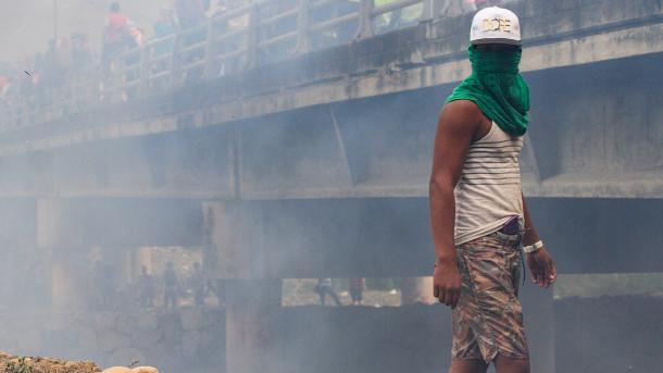 Venezuelë – 4 persona humbin jetën në përleshjet në kufirin me Kolumbinë | TRT  Shqip