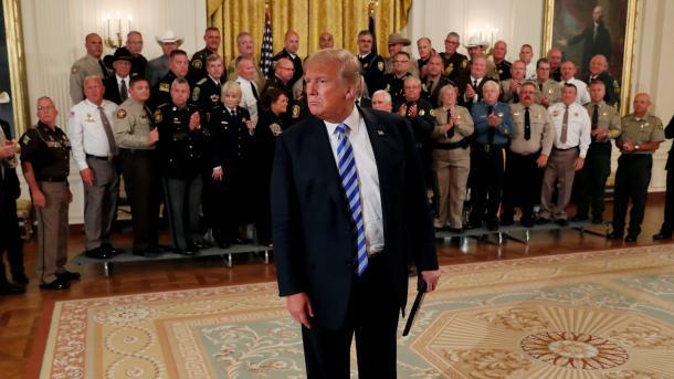 """""""New York Times"""": Jam pjesë e rezistencës brenda administratës së Trumpit   TRT  Shqip"""