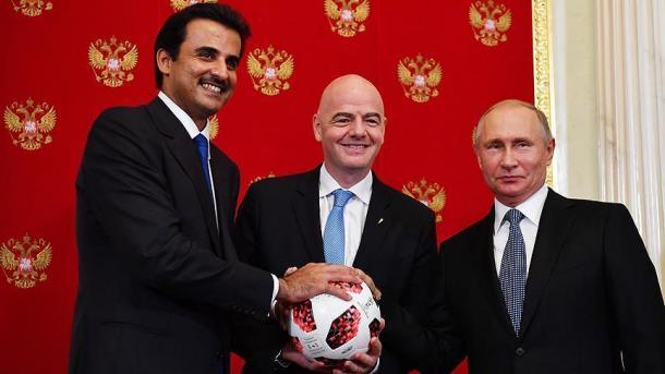 Rusia i dorëzon Katarit stafetën e Botërorit 2022 në futboll | TRT  Shqip