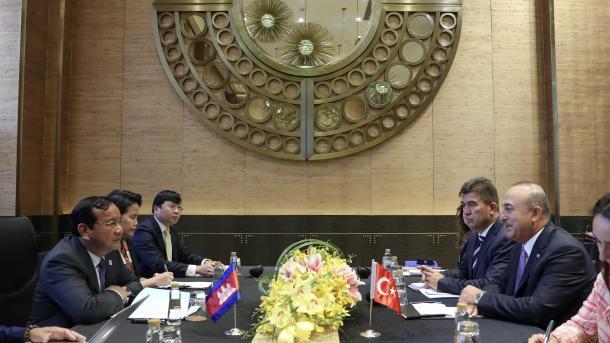 Çavushollu në Manila për zhvillimin e marrëdhënieve me ASEAN | TRT  Shqip