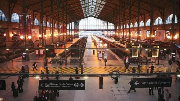 Face à la grève à la SNCF, le gouvernement