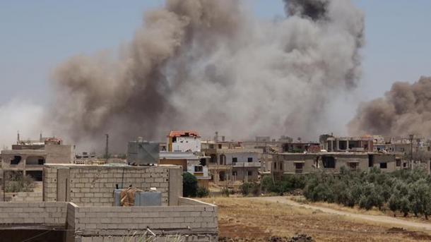 Siri - 18 civilë të vrarë në sulmet ndaj qytetit Dera | TRT  Shqip