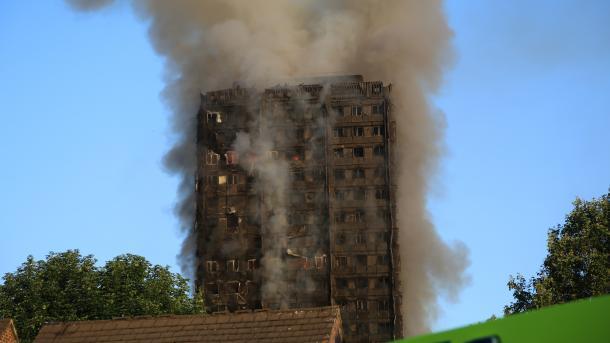 Plusieurs dizaines de blessés dans un gigantesque incendie d'un immeuble à Londres