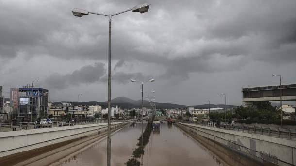 Al menos 15 personas murieron en Grecia por el temporal