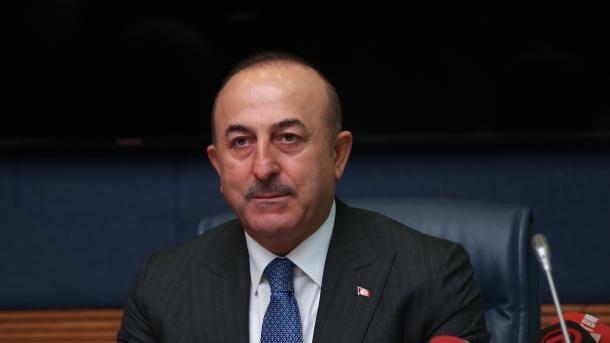 Çavusoglu: Vendosmëria kundër terrorizmit nuk duhet të influencohet nga sulmi në Menbixh | TRT  Shqip