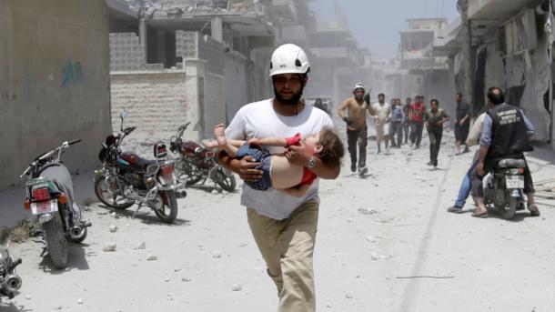 Sulmet e regjimit në Idlib vazhdojnë të marrin jetët e civilëve | TRT  Shqip