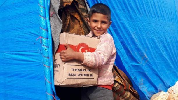 Fondacioni Fetar i Turqisë (TDV) vazhdon të ndihmojë civilët në Siri | TRT  Shqip