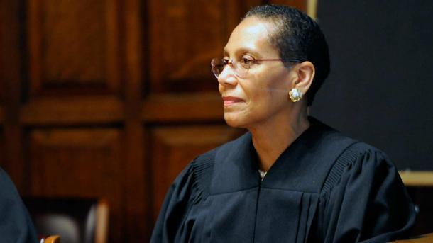 Bajo pesquisa muerte de primera jueza musulmana de EE.UU