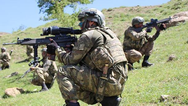 Forcat turke të sigurisë neutralizojnë 4 terroristë në Diyarbakir | TRT  Shqip