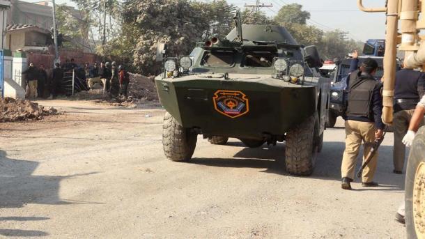 Explosión suicida deja 11 muertos en campamento militar en noroeste de Pakistán