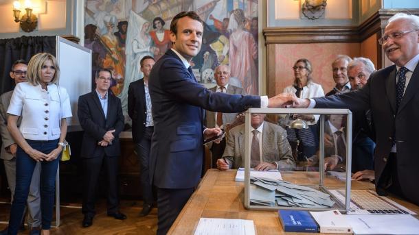 Votación en legislativas, menor que en presidenciales, hasta ahora — Francia