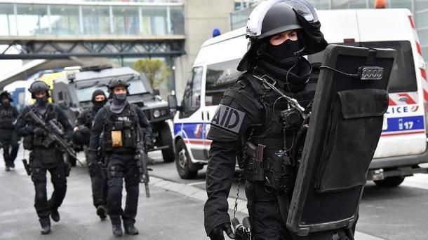 Franca heq pas dy vitesh gjendjen e jashtëzakonshme | TRT  Shqip