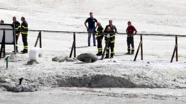 Familia muere al caer en un cráter en Italia