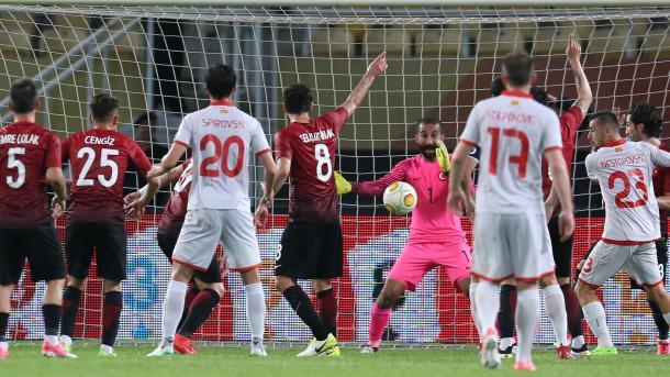 土耳其国家足球队与马其顿0-0踢平 | 三昻体育
