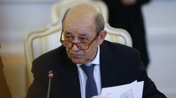 Le Drian: Me Rusinë dhe Turqinë punojmë për gjetjen e zgjidhjes problemit në Idlib | TRT  Shqip