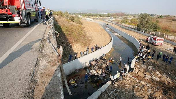 Aksident në Izmir - Përmbyset kamioni me emigrantë, bilanc i rëndë | TRT  Shqip