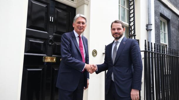 Londër - Ministri Albayrak takon krerët e 11 institucioneve financiare më të mëdha në botë | TRT  Shqip