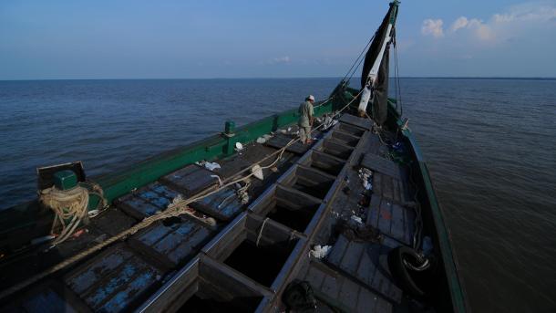 Более 20 человека погибли врезультате крушения судна вИндонезии