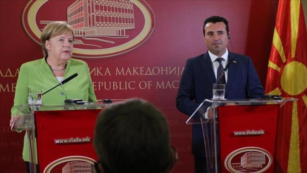 Angela Merkel: Maqedonasit të vendosin vetë për të ardhmen e tyre   TRT  Shqip