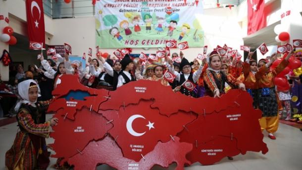Mesazhe urimi me rastin e 23 Prillit, Ditës së Sovranitetit Kombëtar dhe Festës së Fëmijëve | TRT  Shqip