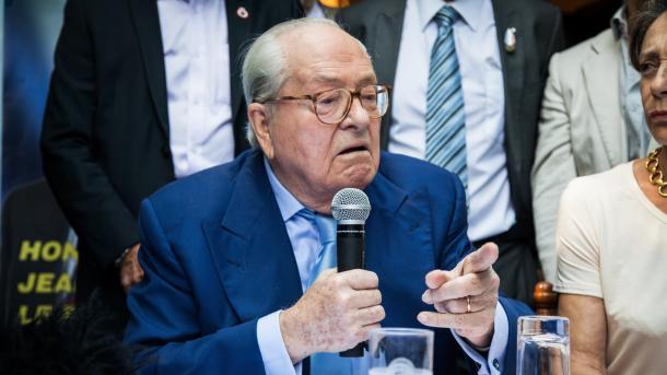 Основоположника «Национального фронта» ЛеПена лишили депутатской неприкосновенности