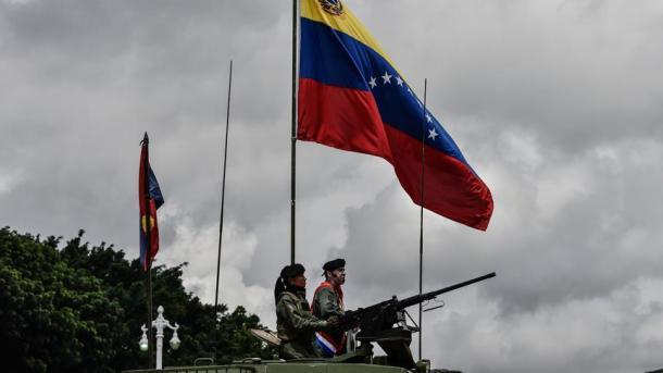 Venezuela dislokoi trupat në kufijtë e vendit   TRT  Shqip