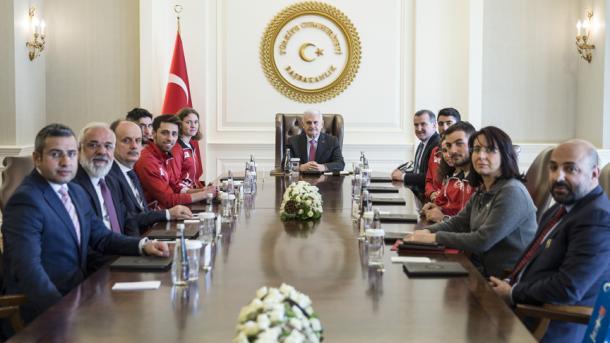 土耳其总理接见2018平昌冬奥会参赛运动员   三昻体育平台