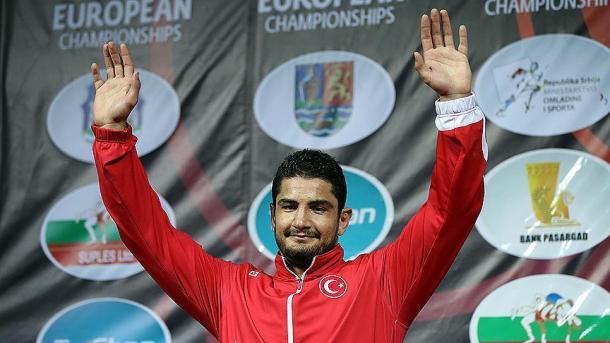 土耳其摔跤手在欧洲摔跤锦标赛中夺得金牌 | 三昻体育官网