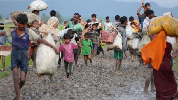 Mais de 123 mil rohingyas cruzaram a fronteira com o Bangladesh