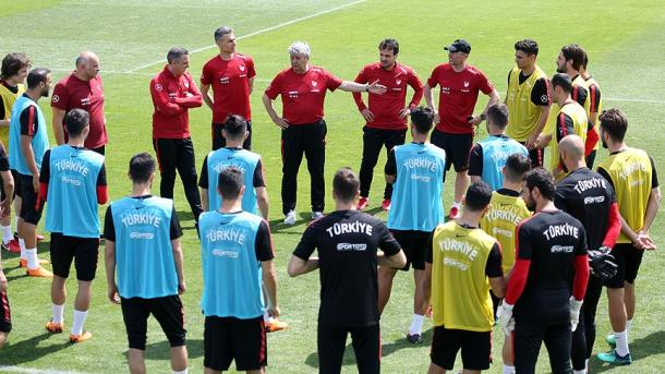 世界杯热身赛:土耳其迎战突尼斯 | 三昻体育