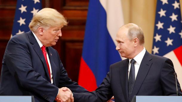 Ingérence russe: Trump plaide le lapsus