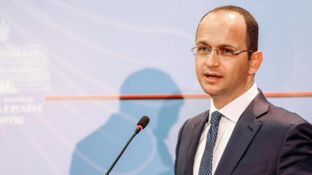 Bushati: Vota e Shqipërisë në OKB ishte pro paqes dhe jo kundër Amerikës | TRT  Shqip