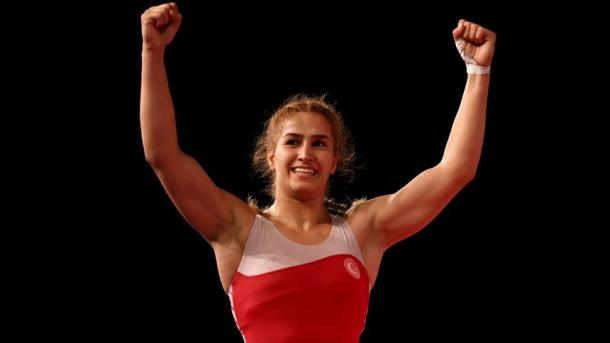 土耳其女将成为世界摔跤冠军 | 三昻体育