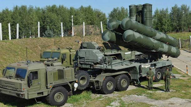 Turquía suscribe un contrato con Rusia para suministrar los S-400 rusos