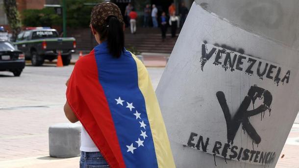 Venezuela devalúa (otra vez) su moneda en casi 35%