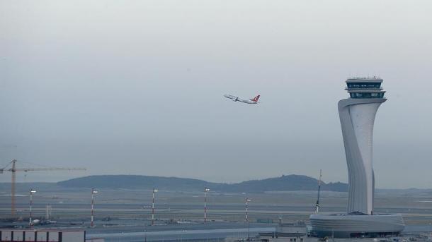 Fluturimi i parë ndërkombëtar nga Aeroporti i Stambollit mbërrin në Qipron e Veriut | TRT  Shqip