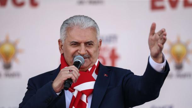 Песков призвал уважать минувший вТурции референдум