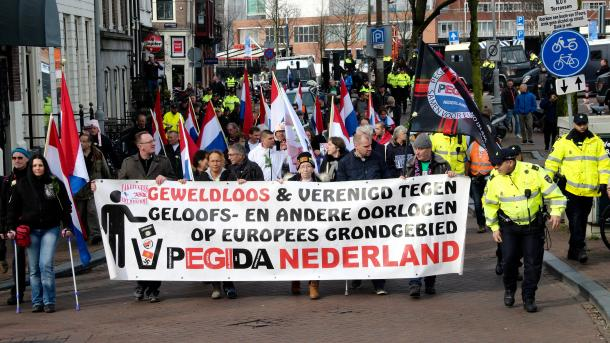 Amsterdam: Mali odziv na antiislamski protest