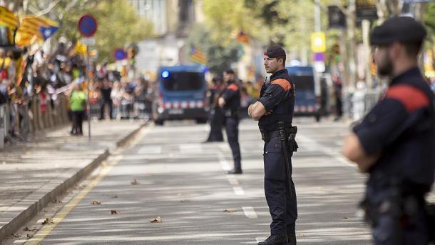 ВКаталонии начались столкновения участников референдума сполицией