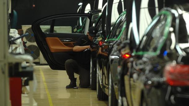 BE-ja paralajmëron kundërmasa ndaj SHBA-së për taksat mbi automjetet | TRT  Shqip