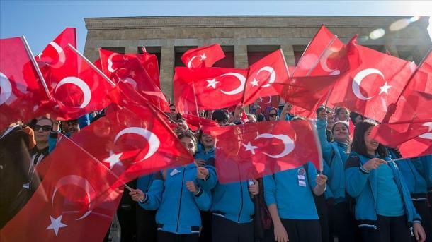 Turqia feston me entuziazëm Ditën e Sovranitetit Kombëtar | TRT  Shqip
