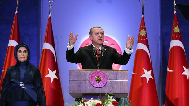 Erdogan: Kanë dështuar të gjitha skenarët kundër Turqisë | TRT  Shqip