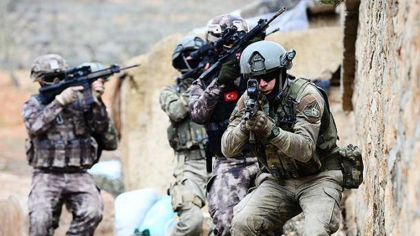 Ushtria turke neutralizon 5 terroristë të PKK-së në zonën rurale të Dijarbakërit | TRT  Shqip